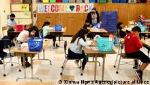 16.8.2021, USA,LOS ANGELES, Students attend an in-person class in a school in Los Angeles, California, the United States, on April 13, 2021. Since the outbreak of the COVID-19 pandemic for the first time in more than a year, some Los Angeles schools reopened for in-person classes on Tuesday. Safety standards and mandatory COVID-19 testing of students were in place, but many parents still opted to keep their kids learning from home. (Xinhua)
