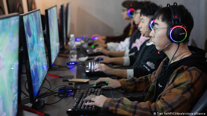 5,000 online games await government approval after freeze