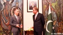 Pakistan's Foreign Minister Shah Mahmood Qureshi (R) welcomes his German counterpart Heiko Maas upon his arrival at the Ministry of Foreign Affairs (MoFA) office, Islamabad, Pakistan August 31, 2021. Ministry of Foreign Affairs (MoFA)/Handout via REUTERS ATTENTION EDITORS - THIS PICTURE WAS PROVIDED BY A THIRD PARTY. NO RESALES. NO ARCHIVE.