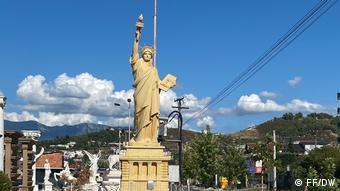 Αντίγραφο του αγάλματος της Ελευθερίας στα Τίρανα για 10.000 ευρώ