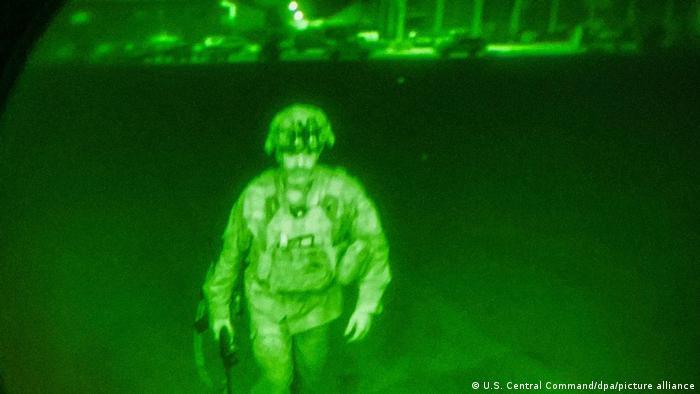 صورة لآخر جندي أمريكي يغادر أفغانستان بعد 20 عاماً من التواجد العسكري في البلاد