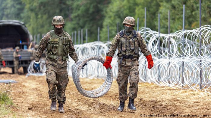 Спорудження загорожі на кордоні між Польщею та Білоруссю