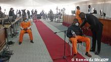 1. Titel: Ndambi Guebuza und Isalcio Mahanjane 2.Bildbeschreibung: Der Sohn des ehemaligen mosambikanischen Präsidenten Armando Guebuza und sein Anwalt im Prozess um die versteckten Schulden 3. Fotograf: Romeu da Silva (DW Korrespondent) 4. Wann wurde das Bild gemacht: 31.08.2021 via Maria João Pinto (Portugiesisch fur Afrika) 5.Wo wurde das Bild aufgenommen: Maputo (Mosambik) 6. Schlagwörte: Ndambi Guebuza, versteckten Schulden, Mosambik, Justiz