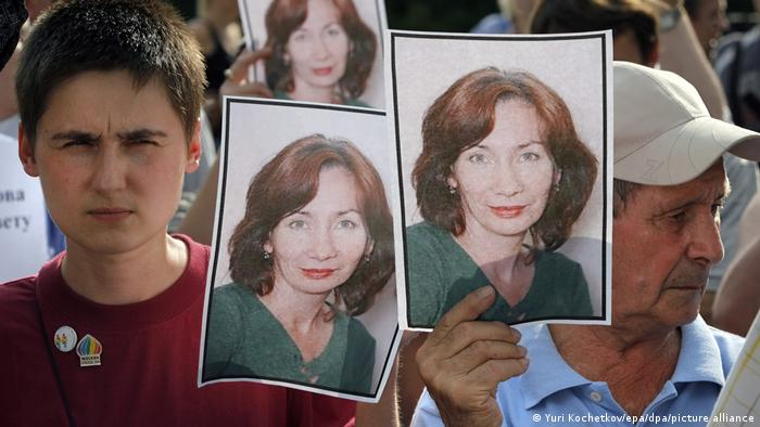 Trauer um Natalja Estemirowa in Moskau