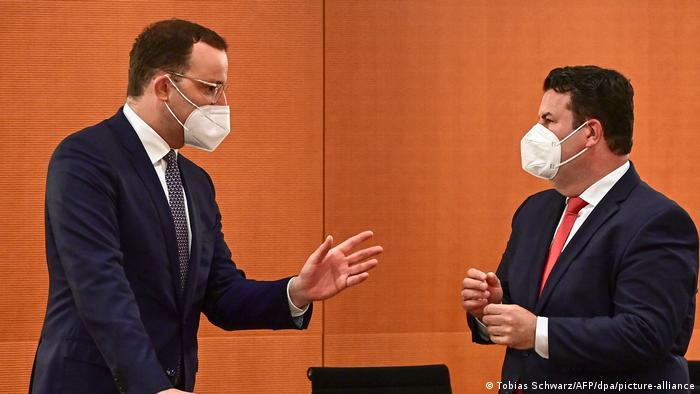 Savezni ministar zdravstva Jens Spahn i savezni ministar gospodarstva Hubertus Heil