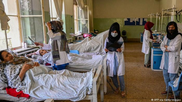 Enfermeras en el Hospital Wazir Akbar Khan.