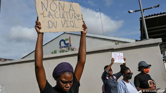 Manifestation à Abidjan pour dénoncer la culture du viol.