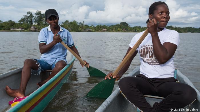 Construyendo Sueños environmental activists in canoes