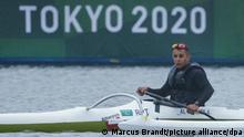 Paralympics: Para-Kanu, Vorläufe, Männer, Einzel, Kanu Sprint, 200 Meter, im Sea Forest Waterway. Anas Al Khalifa (Refugee-Team des IPC). Der Kanute Anas Al Khalifa kam vor vier Jahren als Flüchtling aus Syrien und trainiert in Halle an der Saale. Bei den Paralympics startet der 28-Jährige, der bei einem Arbeitsunfall von einer Leiter fiel und seitdem im Rollstuhl sitzt, aber nicht für Deutschland. Er ist Teil des Refugee-Teams des IPC.