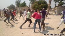 Angola Zusammenstöße in Cuando Cubango. Anhänger der angolanischen Parteien MPLA und UNITA liefern sich Straßenschlacht. via Cristina Krippahl Foto: Adolfo Guerra/DW in Aldeia de Cachimbo, Cuando Cubango, Angola 1.9.2021
