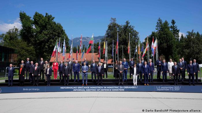 AB dönem başkanı Slovenya'nın Kranj kentinde toplanan savunma ve dışişleri bakanlarının ana gündemi Afganistan