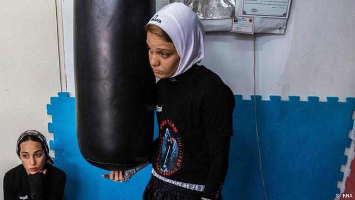 فدراسیون بوکس در حالی دو سال است تلاش میکند تا شرایط را برای فعالیت زنان علاقهمند به بوکس مهیا کند که دیگر زنان ایرانی در میدان های جهانی کاراته، تکواندو، کونگ فو، کیک بوکسینگ و غیره حضور دارند.