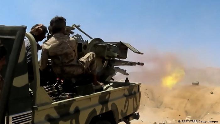قتل 50 مقاتلا من القوات الموالية للحكومة اليمنية والمتمردين الحوثيين في مواجهات في محافظة البيضاء (مأرب 18/6/2021)