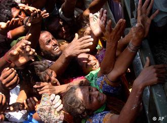 Pakistani flood survivors jostle to get relief supplies provided by Pakistan army in Jaffarabad, Pakistan
