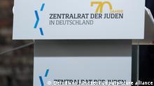 Josef Schuster, Präsident des Zentralrats der Juden, spricht beim Festakt zum 70-jährigen Bestehen des Zentralrats der Juden im Innenhof der Neuen Synagoge. Der Zentralrat der Juden in Deutschland wurde am 19. Juli 1950 in Frankfurt am Main gegründet. +++ dpa-Bildfunk +++