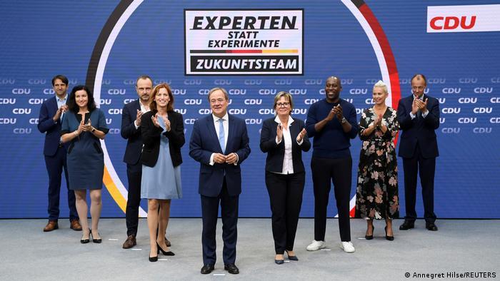 Andreas Jung, Dorothee Baer, Peter Neumann, Karin Prien, Armin Laschet, Barbara Klepsch, Joe Chialo, Silvia Breher und Friedrich Merz (von links)