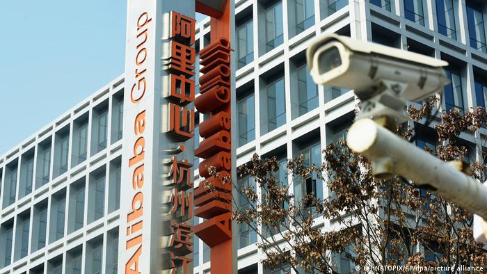 China Technologie l Logo der Alibaba Group in Hangzhou
