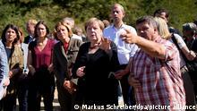 3.9.2021 Bundeskanzlerin Angela Merkel (CDU, M) steht neben der rheinland-pfälzischen Ministerpräsidentin Malu Dreyer (SPD, 3.v.l.) und Bürgermeister Rüdiger Fuhrmann bei ihrem Besuch im hochwassergeschädigten Altenahr. Nach tagelangen extremen Regenfällen kam es im Juli zu verheerenden Überschwemmungen im Ahrtal.