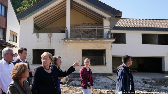 Kancelarka Merkel i pokrajinska premijerka Drejer u poplavljenim mestima