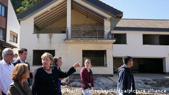 Ангела Меркель и Малу Дрейер - в пострадавшем от наводнения Альтенбурге