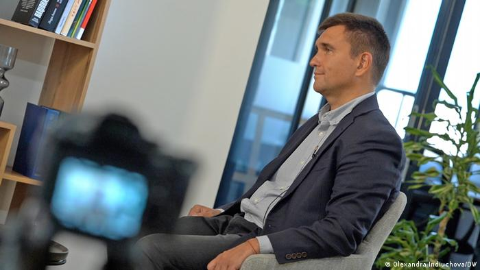 Бывший министр иностранных дел Украины Павел Климкин во время интервью DW в Киеве