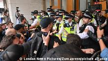 September 3, 2021, London, London, UK: London, UK. Anti Lockdown and anti Covid vaccination protesters remonstrate with police officers in a demonstration in Cabot Square office in Canary Wharf calling for an end to mandatory vaccination passports and vaccination of teenagers. (Credit Image: © London News Pictures via ZUMA Press Wire