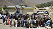 Milizionäre der Miliz von Massoud, Sohn von Shah Massoud, stehen im Kreis während einer Trainingsübung in der Provinz Pandschir. Das Pandschir-Tal ist die letzte Region, die nach der Einnahme Afghanistans durch die Taliban nicht unter deren Kontrolle steht. Einheimische Kämpfer hielten unter der Führung des Guerillakämpfers Shah Massoud, der nach seinem Tod bei einem Selbstmordattentat in 2001 zu einer fast mythischen Figur wurde, in den 1980er Jahren die Sowjets und ein Jahrzehnt später die Taliban auf. +++ dpa-Bildfunk +++