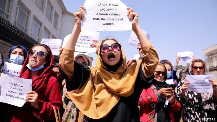 Perempuan Afganistan protes terhadap Taliban