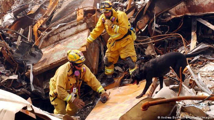Помощниците и спасителите са вдишвали отровни изпарения