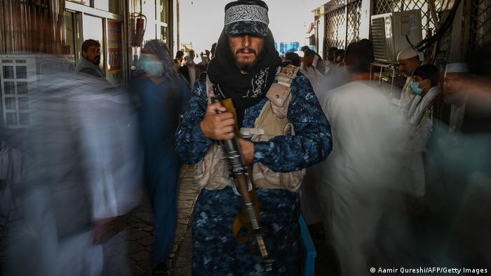 A pesar de que se asegura que los fondos internacionales no irán a parar a los talibanes, los islamistas pueden monitorear el dinero y controlar a las organizaciones de ayuda y a sus empleados.