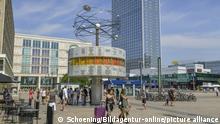2019***Weltzeituhr, Alexanderplatz, Mitte, Berlin, Deutschland