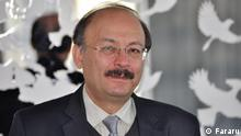 Bijan Abdolkarimi war Assistanz Professor im Fachbereich für Philosophie an der Azad-Universität im Iran. Er wurde wegen Verteidigung der Pahlavi-Monarchie entlassen.