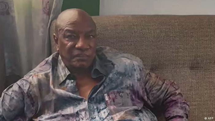Guinea Conakry   Videostill von mutmaßlicher Festnahme von Guineas Präsident Alpha Conde durch Militäreinheiten
