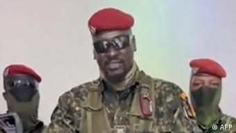 Cette image tirée de la vidée des putschistes, le 5 septembre, a fait connaître le visage de Mamady Doumbouya hors de la Guinée