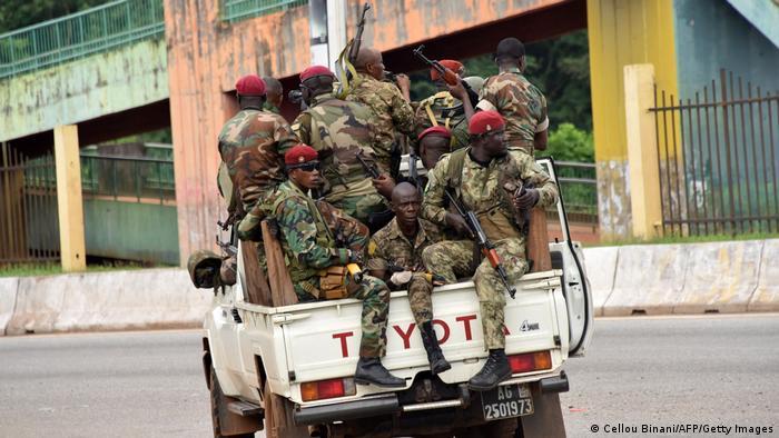 Coup d'État en Guinée - les unités militaires fêtent dans les rues Guinée Conakry - Émeutes et fusillades