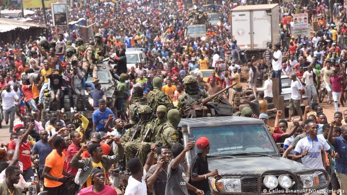 Putschversuch in Guinea - Militäreinheiten auf der Straße gefeiert