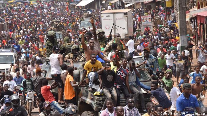 Част от населението на Гвинея излезе по улиците, за да отпразнува отстраняването на Конде.