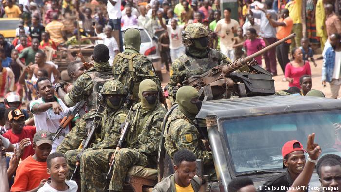 C'est une petite unité de l'armée qui a pris le pouvoir en Guinée dimanche