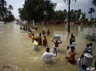 Vítimas das inundações perto da cidade de Multan