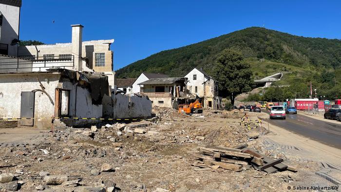 Von Hochwasser zerstörte Häuser in Westdeutschland