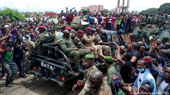 Les militaires guinéens ovationnés à Kaloum, après le pustch contre Alpha Condé