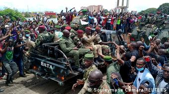 Guinea Conakry | Militärputsch: Bewohner feiern Militäreinheiten