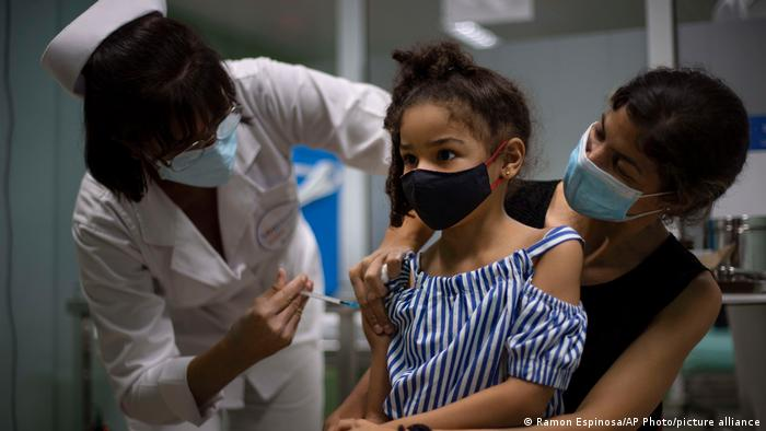 Cuba ya vacuna contra el COVID-19 a niños mayores de dos años.