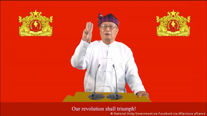 Presiden pemerintahan bayangan Myanmar, Duwa Lashi La, dalam pidato deklarasi perang, 7/9.