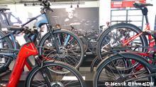Nochmal Fahrräder auf der Automesse. Foto: Henrik Böhme/DW