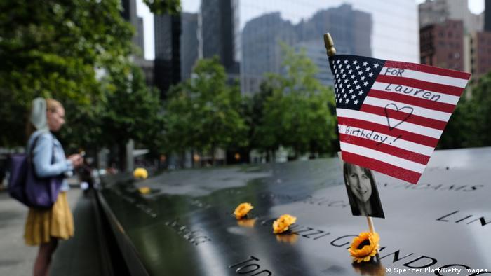 Deux bassins situés à l'emplacement des deux tours détruites constituent le Memorial du 11 septembre à New York