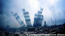 The rubble of the World Trade Center smoulders following a terrorist attack 11 September 2001 in New York. A hijacked plane crashed into and destroyed the landmark structure. dpa +++ dpa-Bildfunk +++