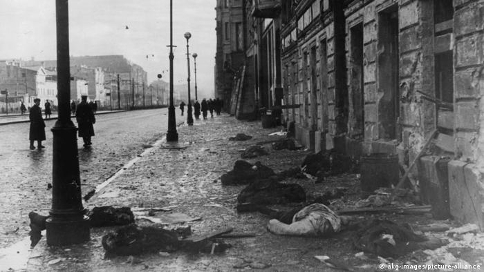 Ленинград после артиллерийского обстрела, 1941 год