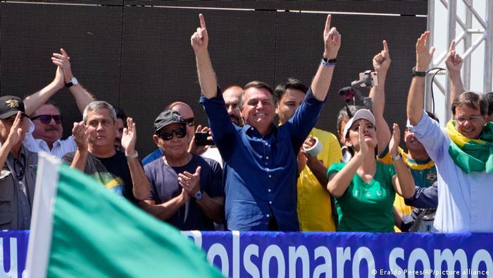 Bolsonaro ao lado de apoiadores no 7 de Setembro
