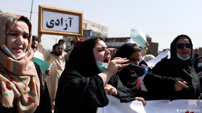 تاکنون طالبان سیاست رسمی خود در مورد حقوق زنان را اعلام نکردهاند و تنها گفتهاند که زنان در چهارچوب شریعت اسلامی میتوانند تحصیل و کار کنند. زنان بیشتر از سایر اقشار جامعه از حاکمیت طالبان هراساناند. آنها نگرانند که حق تحصیل و کار و دستاوردهای حقوقی خود را از دست بدهند.